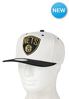 MITCHELL NESS Cream Top Brooklyn Nets Snapback Cap cream /team colour