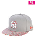 Crackle Visor New York Yankees Fitted Cap grey/red