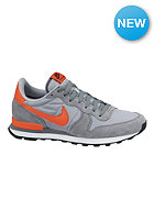 NIKE SPORTSWEAR Internationalist wolf grey/team orange-cl grey
